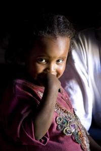 """ca. 90% aller Mädchen  in Äthiopien werden genitalverstümmelt - Schutz durch etablierte Organisationen wie """"Menschen für Menschen"""" erhalten sie nicht"""