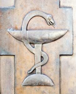 """Die Bundesärztekammer kann nicht belegen, dass Verstümmelungsopfer in Deutschland keine angemessene Hilfe erhalten. Auch kann sie nicht erklären, warum der Diagnoseschlüssel S38.2 – """"traumatische Amputation der äußeren Genitalorgane"""" – zur Erfassung dieser Verletzungen nicht ausreichen sollte."""
