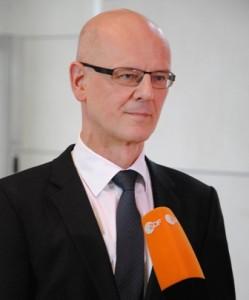 Der CDU-Politiker Siegfried Kauder will keine Gefängnisstrafe für Täter, die ihre Töchter in Deutschland genitalverstümmeln lassen. Seine Fraktion will dies politisch durchsetzen, indem sie unbedingt Bewährungsstrafen ermöglichen möchte…